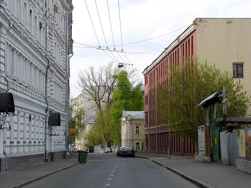 Старомонетный переулок, вид к северу от Большого Толмачевского переулка. Staromonetny Lane, Moscow