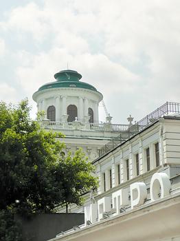 Прокладка метро в 1986 году едва не погубила Пашков дом.