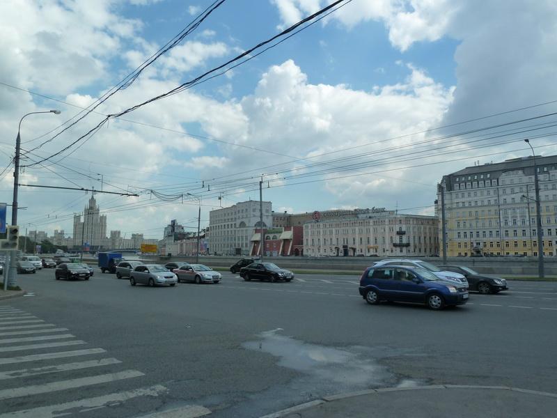 Вид с Москворецкой набережной на высотку на Котельнической набережной