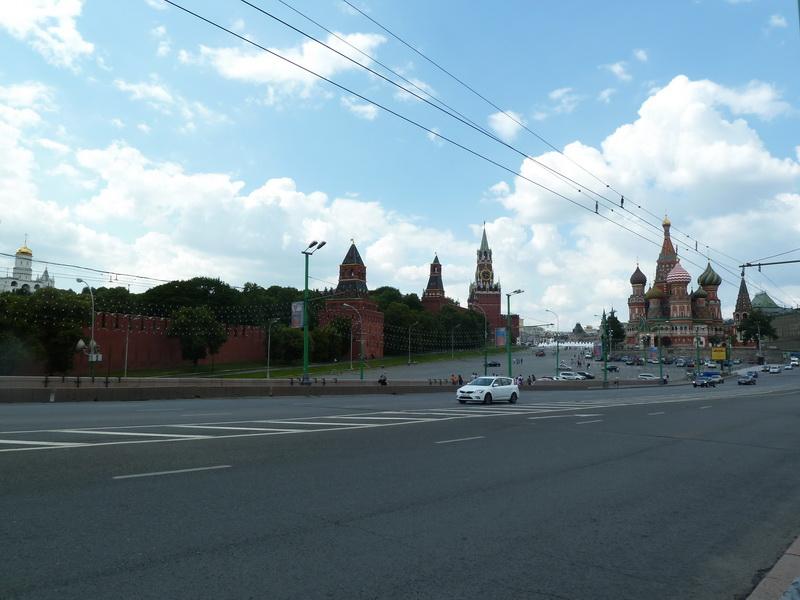 Большой Москворецкий мост - вид на кремль и Спасскую башню, собор Василия Блаженного, фото